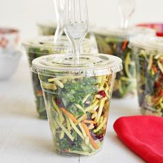 Prepping Kale salads to-go means you'll have a healthy lunch or snack ready and waiting for you all week long! Store in plastic tumblers, disposable cups or Tupperware if that's your jam. (delicious recipe link in bio)