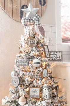 A Farmhouse Style Christmas Tree | Simply Beautiful By Angela Christmas Tree Decorating Tips, Gold Christmas Decorations, Christmas Tree Themes, Holiday Decor, Christmas Traditions, Flocked Christmas Trees, Noel Christmas, White Christmas, Christmas Treats