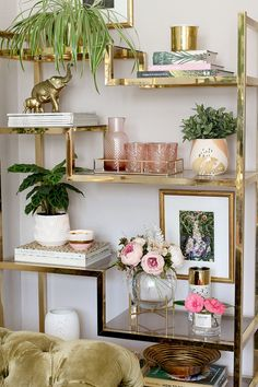 gold shelving unit styled glam living room decor The Reveal of Our Living Room Refresh - Swoon Worthy Gold Accent Decor, White And Gold Decor, Casa Pop, Gold Bedroom Decor, Decor Room, Gold Home Decor, Gold Wall Decor, Glam Bedroom, Glam Living Room