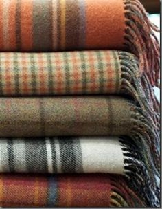 Autumn / Fall Home Decor idea. Have tan tartan throw and orange and green tartan throw, or other fall colors. Fall Inspiration, Autumn Aesthetic, Cozy Aesthetic, Christmas Aesthetic, Character Aesthetic, Happy Fall Y'all, Autumn Day, Autumn House, Autumn Theme