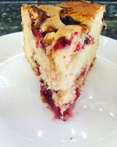 Original New York cheesecake – creamy and idyllically delicious – New Cake Ideas Vegan Cinnamon Rolls, Bread Shaping, Turkish Kitchen, Cherry Cake, Sour Cherry, Chocolate Espresso, Ice Cream Party, Rice Krispie Treats, Food Design