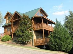 Soaring Eagle - This cabin offers everything you need to enjoy the great outdoors with your group! http://www.alpinemountainchalets.com/blog/5-large-group-cabins-in-gatlinburg-and-pigeon-forge-with-space-for-everyone/