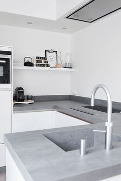 The versatility of concrete kitchen benches - Katrina Chambers Kitchen Benches, Farmhouse Kitchen Decor, Kitchen Interior, New Kitchen, Kitchen Grey, Kitchen Ideas, Updated Kitchen, Farmhouse Design, Country Farmhouse