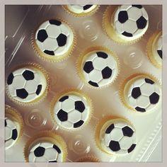 Soccer ball cupcakes .. Fondant Cupcakes, Football Cupcakes, Frosting, Soccer Ball, Desserts, Projects, Graduation, Decorations, Holidays