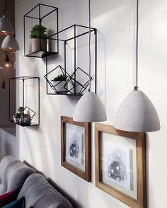 J'aime ces ornements muraux  #muramur #repost @yesmini_ #home #maison #homedecor #decor #homedesign #homestyle #instahome #light #mtlblogger #white #industrial #wood #lights #green #plants #livingroom #salon #photos #photoframes