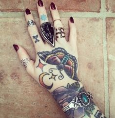 Tattoo Hand Mond Falter