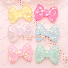 These bow are absolutely gorgeous! They each have tiny flakes of sparkling confetti embedded. They come in pretty pastel colours, a must-have for your decoden projects.