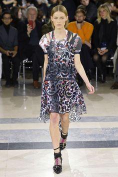 Sacai, P-E 16 - L'officiel de la mode