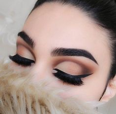 Love this neutral cut crease