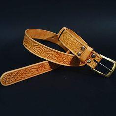 Hand carved leather belt - mandala style  #leathercraft #leathergoods #mandala #leather #pattern #belt #leatherbelt #handmade #pasek #rekodzielo #rękodzieło #zdobienie #skóra #tomian_handmade #tomian