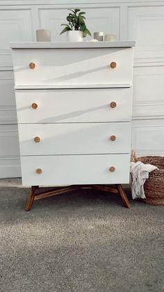 Diy Furniture Decor, Modern Bedroom Furniture, Repurposed Furniture, Furniture Makeover, Painted Furniture, Furniture Design, Diy Dresser Plans, Diy Dresser Makeover, 5 Drawer Dresser