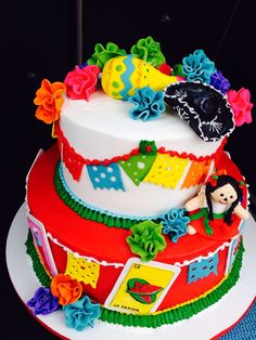 Mexican fiesta birthday cake- top layer with papel picado. Mexican Themed Cakes, Mexican Fiesta Cake, Mexican Themed Weddings, Themed Wedding Cakes, Themed Birthday Cakes, Mexican Party, 35th Birthday, Mexican Birthday Parties, Mexican Babies