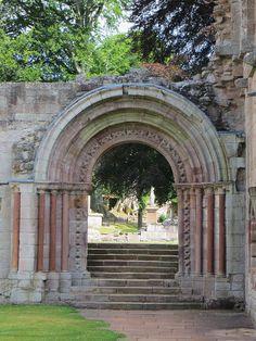 Portail roman de l'abbaye de Dryburgh, Scottish Borders, Ecosse, Royaume-Uni.   Flickr - Photo Sharing!
