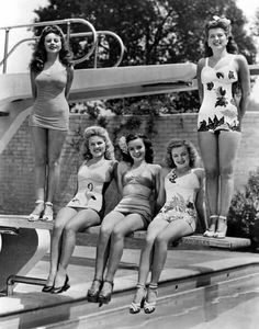 Jeanne Crain, Gale Robbins, Mary Anderson, June Haver, and Trudy Marshall Vintage Glamour, Vintage Girls, Vintage Beauty, Vintage Outfits, 1940s Fashion, Vintage Fashion, Jeanne Crain, Vintage Swimsuits, Bathing Beauties