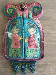L'autel fermé :laine feutrée et broderies fils et perles La fee cousette.canalblog