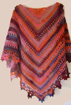 Deze omslagdoek lijkt qua steek op de Lydia sjaal . Toch is het net iets anders:           Boven is de steek van de Penelope en hierond...