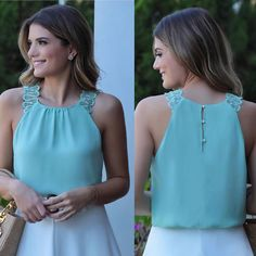 A imagem pode conter: 2 pessoas, pessoas em p Stylish Outfits, Fashion Outfits, Womens Fashion, Sewing Blouses, Neck Designs For Suits, Fashion Sewing, Corsage, Blouse Designs, Casual Looks