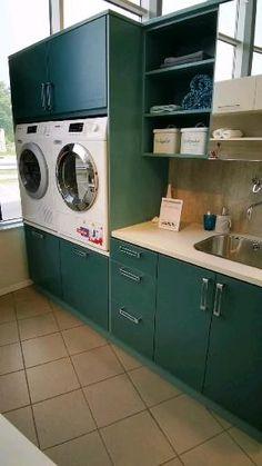 Vaskerom inspirasjon Laundry In Kitchen, Laundry Room Bathroom, Modern Laundry Rooms, Laundry Room Layouts, Barn Kitchen, Kitchen Room Design, Laundry Room Organization, Laundry Room Design, Home Room Design