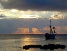 In mijlocul Caraibelor - insula Grand Cayman Sail Away, Grand Cayman, Yachts, Beautiful World, Sailing Ships, Cuba, Serenity, Boats, Travel Destinations