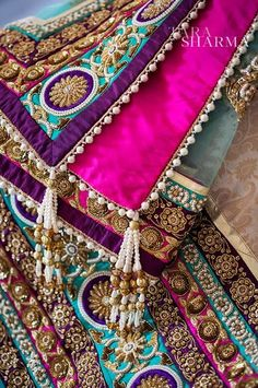 The Dulhan Diaries - satin facing on inside of dupatta Pakistani Couture, Pakistani Bridal, Pakistani Outfits, Bridal Dupatta, Indian Couture, Bridal Gown, Indian Suits, Indian Dresses, Indian Wear