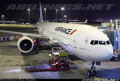 Boeing 777-328/ER aircraft picture