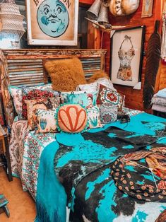 Bohemian Bedroom Decor Ideas - Learn the best ways to understand bohemian room decor with these bohemia-style rooms, from eclectic bed rooms to relaxed living areas. Bohemian Room, Bohemian Bedroom Decor, Bohemian Interior, Home Interior, Boho Decor, Interior Design, Bohemian Living, Asian Interior, Interior Ideas