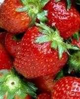 Lime- och myntamarinerade jordgubbar - Recept - Tasteline.com