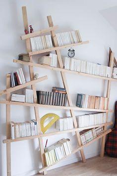 Armelle propose un DIY bibliothèque mikado pour u… Unique Bookshelves, Bookshelf Design, Bookshelf Ideas, Scandinavian Bookshelves, Diy Furniture, Furniture Design, Murphy Bed Ikea, Diy Casa, Home And Deco