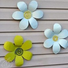 Tin Flowers I Heart Nap Time - Easy recipes, DIY crafts, Homemaking Tin Can Crafts, Diy Projects To Try, Crafts To Make, Fun Crafts, Craft Projects, Metal Crafts, Craft Ideas, Tin Can Flowers, Metal Flowers