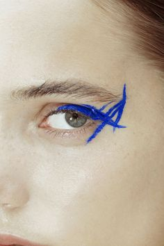 Abstract blue eyeliner  | @bingbangnyc