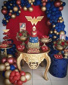 Mini Table para uma mulher maravilhosa, com o tema Wonder Woman! Wonder Woman Kuchen, Wonder Woman Cake, Wonder Woman Birthday, Wonder Woman Party, Birthday Woman, Superhero Birthday Party, 1st Birthday Parties, Birthday Party Decorations, Surprise Birthday
