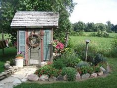 Wonderful shed - Schoolhouse country gardens Outdoor Sheds, Outdoor Gardens, Garden Structures, Outdoor Structures, Greenhouse Shed, Pump House, Potting Sheds, Potting Benches, She Sheds