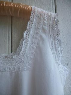ANTIQUE FRENCH Nightdress Handmade Lace Broderie Anglais Chemise de Nuit Mono MG sold
