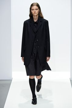 Margaret Howell Fall 2020 Ready-to-Wear Fashion Show - Vogue Margaret Howell, Margaret Thatcher, Margaret Atwood, Autumn Fashion Casual, Autumn Winter Fashion, Winter Style, Vogue Paris, Suits For Women, Clothes For Women