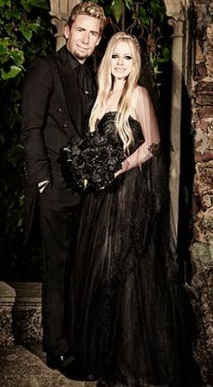 Avril Lavigne And Chad Kroeger Wedding  BWAHAHAHA! I thought this was a prom picture!!!!