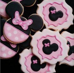 "Dayrine Garcia on Instagram: ""#minniemouse #minniemousecookies"""