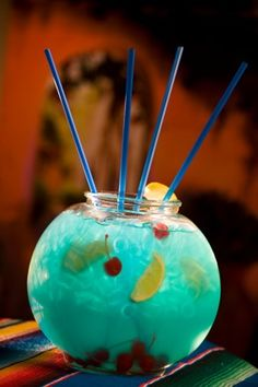 THE FISHBOWL - yummy! two different types of alcohol. 750 ml UV Blue 750 ml Absolut Mango cans of Sierra Mist soda Mix it all in a large clear bowl and throw in plenty of bendy straws. It should taste just like a blue Jolly Rancher. Party Drinks, Cocktail Drinks, Fun Drinks, Yummy Drinks, Yummy Food, Uv Blue Drinks, Candy Alcohol Drinks, Yummy Shots, Booze Drink