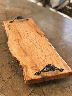 Barn Wood, Rustic Wood, Small Wood Projects, Wood Creations, Wood Cutting Boards, Wood Tray, Wooden Crafts, Wood Turning, Wood Furniture