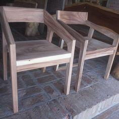 Chair #suar #suarwoodfurniture #chair #kursi #furnitured #furniturebali #furnituredesign #trembesi #galeria #mebel #furniturejepara #jepara #indonesia #sanson