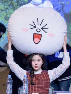 Official Oh My Girl Thread Kpop Girl Groups, Kpop Girls, Found You, Korean Actresses, My Girl, Christmas Bulbs, Entertaining, Holiday Decor, Babies