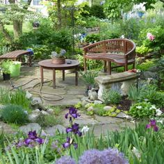 Cottage Gardens Garden inspiration from across the world. Learn how this gardener made the most of a small lot, hungry deer, ample shade and more in this New York garden. Small Backyard Landscaping, Landscaping Ideas, Garden Cottage, Tuscan Garden, Small Garden Design, Diy Garden Decor, Shade Garden, Garden Planning, Garden Inspiration