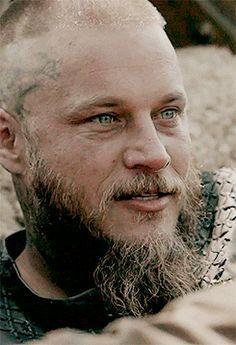 Travis Fimmel as Ragnar Lothbrok in Vikings te amoo Ragnar Lothbrook, King Ragnar Lothbrok, Travis Vikings, Vikings Travis Fimmel, Vikings Tv Series, Vikings Tv Show, Most Beautiful Eyes, Beautiful Men, Vikings Season
