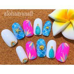 WEBSTA @ alohaaya26 - オーダーチップ*成人式の前撮り用にオーダー頂いたネイルとてもキレイなブルーベースにカラフルな花柄の着物で、それに合わせておまかせでオーダー頂きました私のネイルを大切な日につけてもらえるなんて嬉しいです **#ネイル#nail#nails#nailart#shell#シェル#starfish#ヒトデ#ターコイズネイル#オーダーチップ