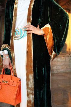 Mauzan Velvet Abaya Hermes Ostrich Birkin Bag Van Cleef & Arpels Bracelets and Ring Chopard Vintage Watch Abaya Fashion, Kimono Fashion, Modest Fashion, Boho Fashion, Fashion Dresses, Womens Fashion, Fashion Design, Muslim Fashion, Caftan Gallery