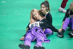 Image uploaded by Find images and videos about kpop, best friends and itzy on We Heart It - the app to get lost in what you love. South Korean Girls, Korean Girl Groups, Fandom, Funny Kpop Memes, Pewdiepie, Girl Bands, Kpop Outfits, These Girls, Mamamoo
