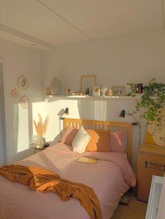 Room Design Bedroom, Room Ideas Bedroom, Cute Bedroom Decor, Bedroom Inspo, Deco Pastel, Pastel Room, Study Room Decor, Minimalist Room, Aesthetic Room Decor