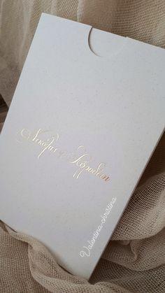 Προσκλητήρια γάμου σε μοντέρνα γραμμή με ασημοτυπια τα ονόματα του ζευγαριού by valentina-christina καλέστε 2105157506 Ιδιαίτερα προσκλητήρια γαμου by valentina-christina #προσκλητήρια #προσκλητηρια #προσκλητήρια_γάμου#προσκλητήριο#prosklitiria#prosklitirio #weddingcard#valentinachristina Wedding Invitations, Wedding Ideas, Weddings, Vintage, Wedding, Wedding Invitation Cards, Vintage Comics, Marriage, Wedding Ceremony Ideas