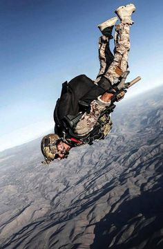 Defense Matters Us Navy Seals, Panzer, Modern Warfare, Special Forces Gear, Military Special Forces, Military Police, Military Gear, Skydiving, Air Force Pararescue
