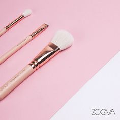Calling all makeup brush lovers: tag someone who can't get enough of rose golden brushes. www.zoeva.de