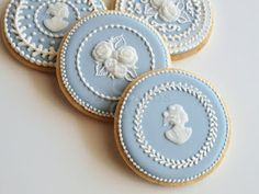 Wedgwood Jasperware was the inspiration for one of my very first (and still favorite) cookie designs when I started decorating. Cookies Rosa, Rose Cookies, Fancy Cookies, Iced Cookies, Biscuit Cookies, Royal Icing Cookies, Cupcake Cookies, Sugar Cookies, Fondant Cookies